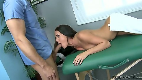Spicy natural tits Rahyndee James blowjob on massage table