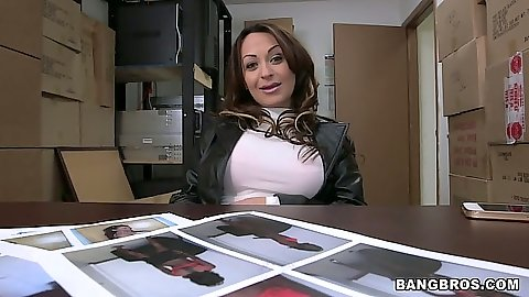Milf Vanessa Luna in audition in the back room stripping naked