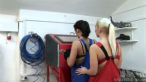 Erin C and Tess Lyndon blonde and brunette lesbians