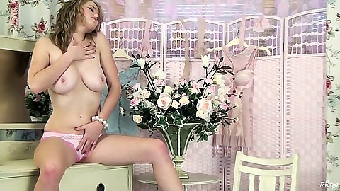 Perfect body all natural blonde Louise Emerson goes down into pussy