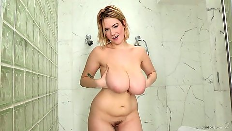 Taking a shower with hairy milf Siri all natural