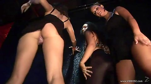 Amateur skanks in da club shaking ass and tits