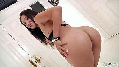 Naughty round ass Vicki Chase opens mouth wide views:796