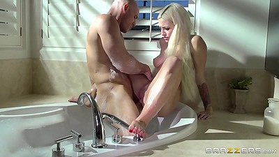 Sinful jacuzzi wet water fuck from Kissa Sins views:945