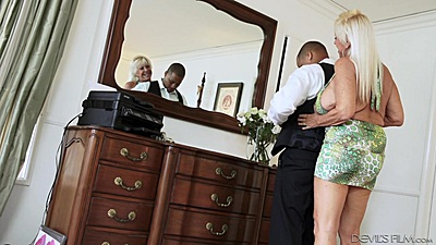 Blonde granny Mandy McGraw goes for interracial suck views:785