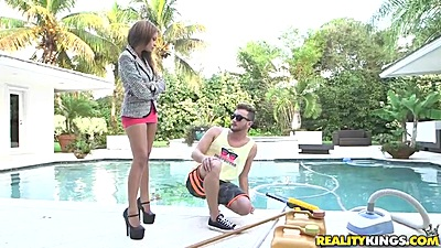 Skinny outdoor latina Jamie Valentine wearing some really high heels views:770