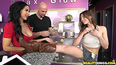 Skinny girl Molly Mae gets paid to flash some boobs in store views:831