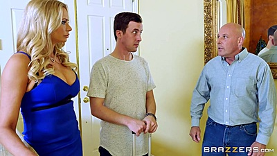 Milf Briana Banks is doing some house cleaning work views:1056