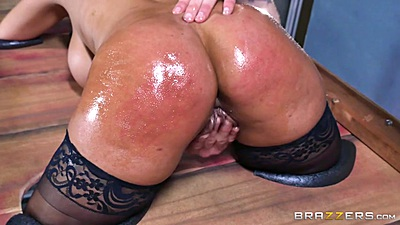 Bridgette B is oiled and locked in bondage device views:801