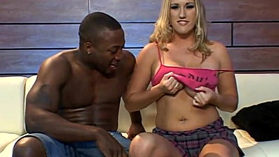 Vixen blonde milf needs some big black cock to suck on  views:531