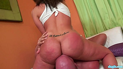 Breathtaking Kelly Divine sits on dudes face with that awesome round butt of hers views:549