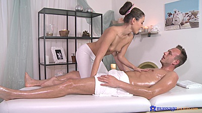 Friendly Ivy and Johny private oil massage with handjob views:680
