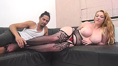 Lingerie girl Harmony Reigns  gets eaten out views:509