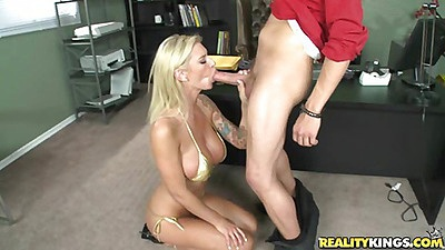 Hot blodne babe deep throat and blow job views:10488