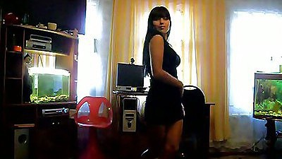 Hot gf in a home video does a little strip dance