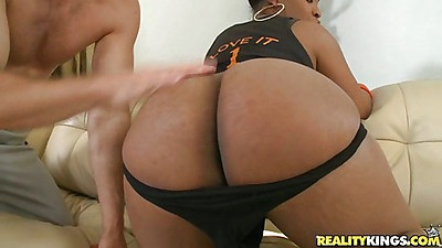 Big round black ass babe Aryanna stripped