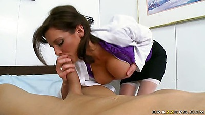 Big tits doctor Veronica sucks off patient