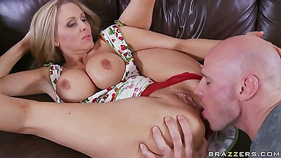 Big tits house wife mom Julia lifs her dress and spread
