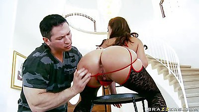 Ripping Liza Del Sierra ass with finger