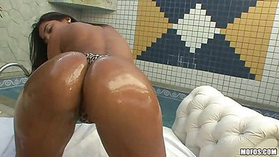 Jacuzzi oiled up perfect latina ass