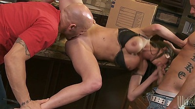 Veronica Avluv in rough threeesome with hair pulling and deep throats