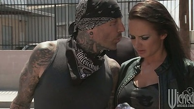 Brunette slut loves bikers