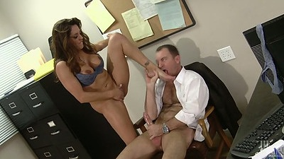 Busty trimmed pussy Francesca Le sits on mans cock in office