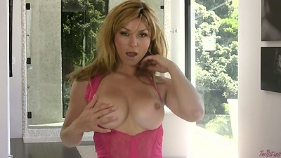 Blonde milf babe Heather Vandeven pulls down her underwear and masturbates with shaved