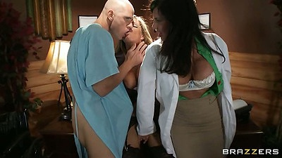 Milf doctor adventures with Veronica Avluv and Kristal Summers in threesome