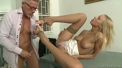 Teena Lipoldina sexy feet licking and footjob