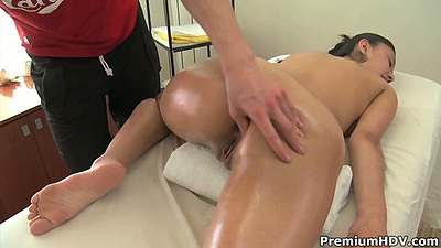 Teen Slevie gets an oil massage and pussy touched views:11919