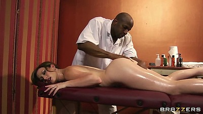 Naked oil massage with Jennifer White in interracial scene views:26868