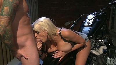 Blowjob from unfaithful Stormy Daniels