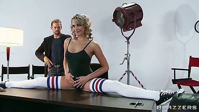 Flexible teen Mia Malkova doing her splits