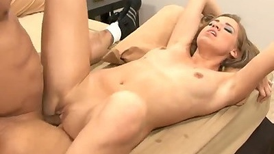 Freshly picked up Tiffany Rox spreads her legs