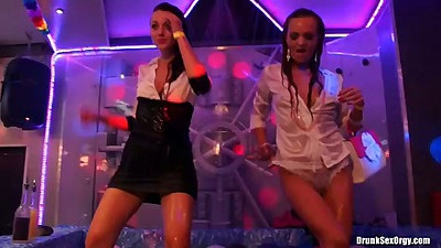 Dancing wetlook babes in soap and water with Eliss Fire