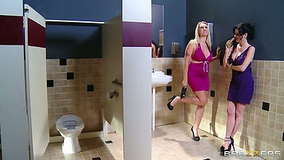 Milf Veronica Avluv and Alana Evans in toilet then classroom