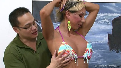 Transsexual Ariel Everitts shows tits