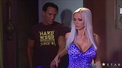 Busty nice body milf in lingerie Nikki Benz goes for blowjob views:822