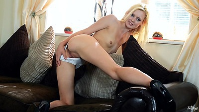 Stunning blonde glamcore babe solo Jessi Green views:127
