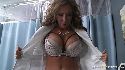 Richelle Ryan flahes boobs in bra and jerks cock views:1310
