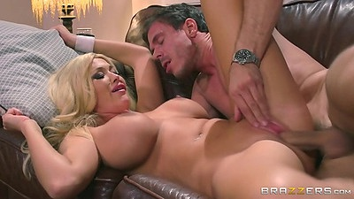 Huge tits blonde mommy who is a sporty bitch Summer Brielle views:459