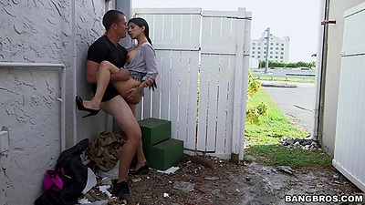 Seductive latina milf gets fucked in the public back alley Soffie views:1344