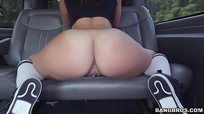 Lovely ass girl Kelsi Monroe posing in backseat with fellatio views:487